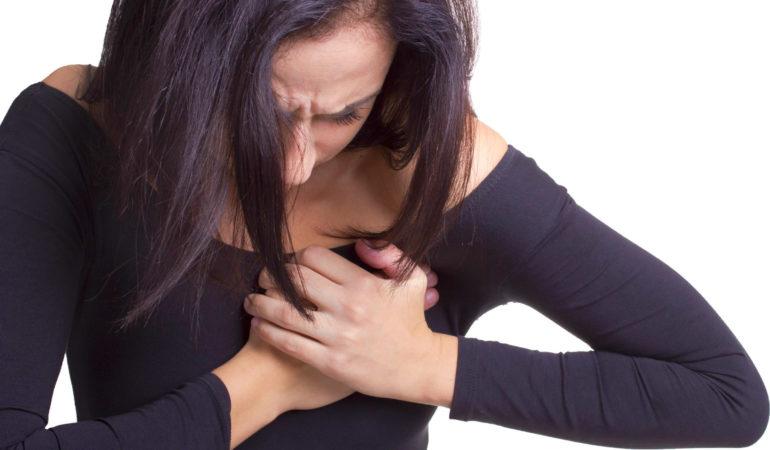 болит в левой грудине