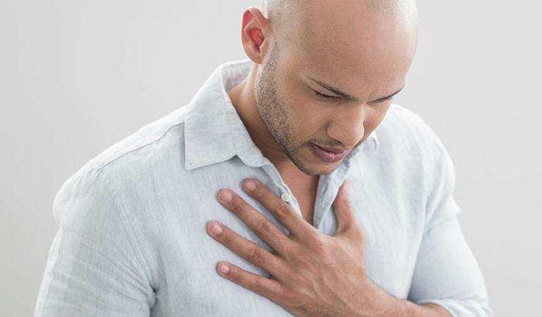 Боль в груди и тошнота