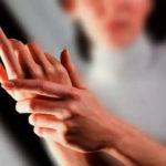 Очень беспокоит боль в руке ночью — причины и лечение
